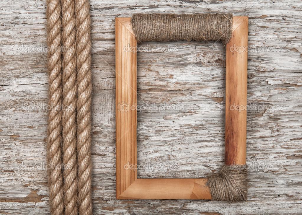 marco de madera y cuerda sobre la madera vieja — Fotos de Stock ...