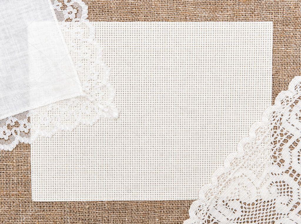 tarjeta de tela arpillera con tela de encaje y lino u foto de stock
