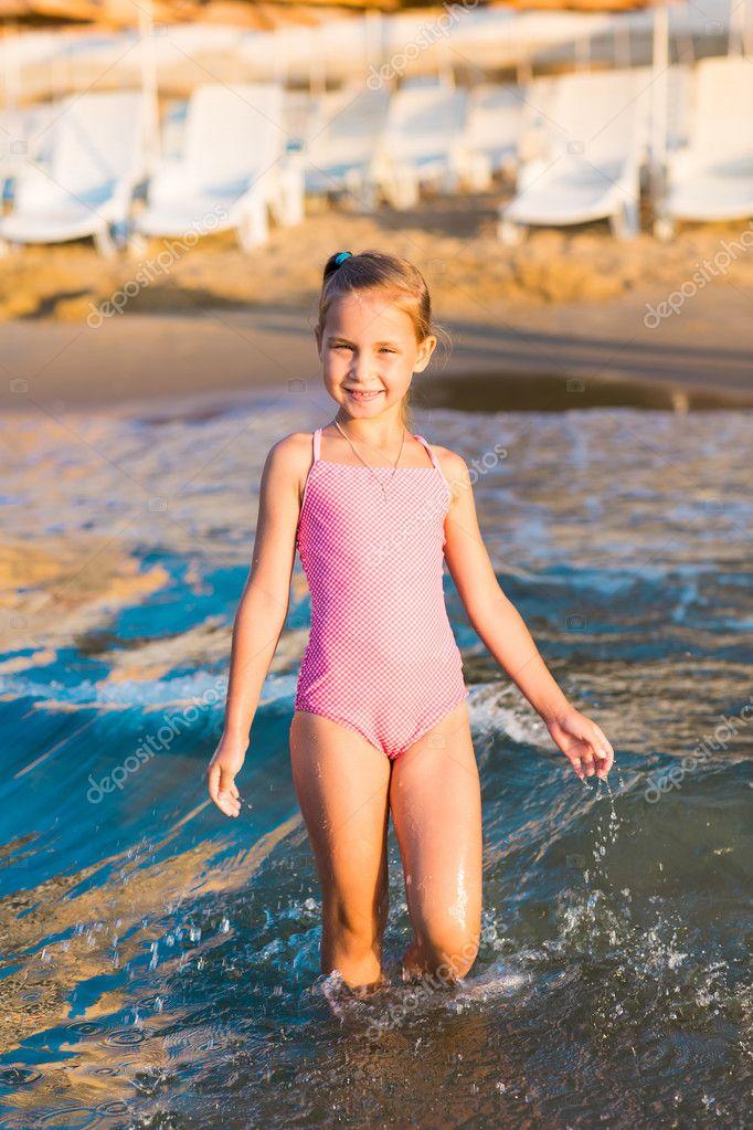Девочки маструбируют на пляже фото 431-450