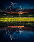 Fotografia tempesta con fulmini