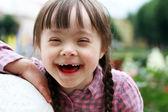 Portrét krásné mladé dívky s úsměvem