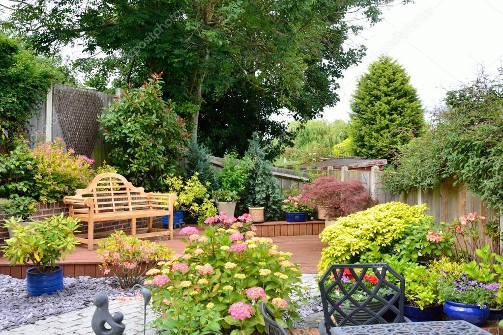 Magnifiek kleine vrij Engelse tuin — Stockfoto © pauws99 #48212817 #CR39