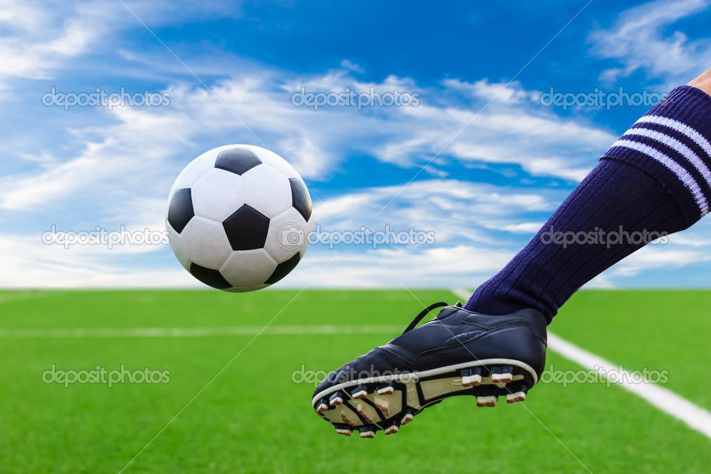 FotoMorfosis - Página 5 Depositphotos_27539611-stock-photo-foot-kicking-soccer-ball