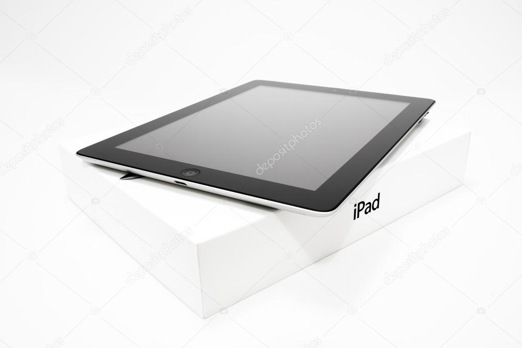 IPad 4 con caja por menor — Foto editorial de stock © fazon1 ...