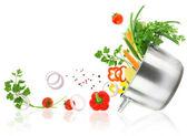 Jön ki a lábas rozsdamentes acél pot-ból friss zöldségek