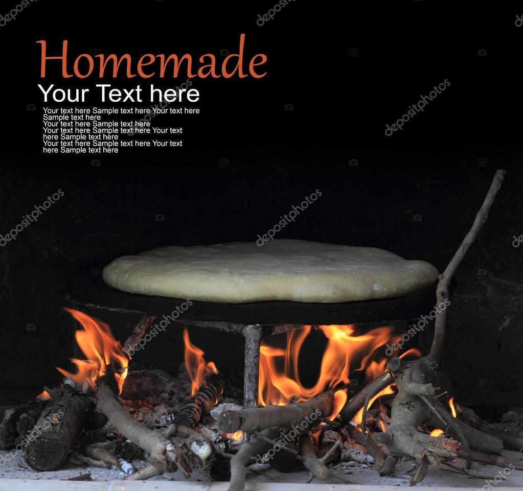 Du pain cuit au four dans un four traditionnel turc - Decongeler au four traditionnel ...
