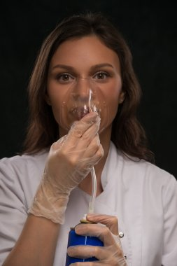 Doctor holding can oxygen