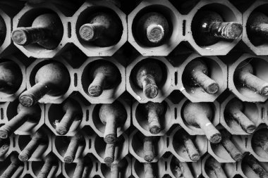 Italy, Sicily, Ragusa Province, wooden wine barrels in a wine cellar