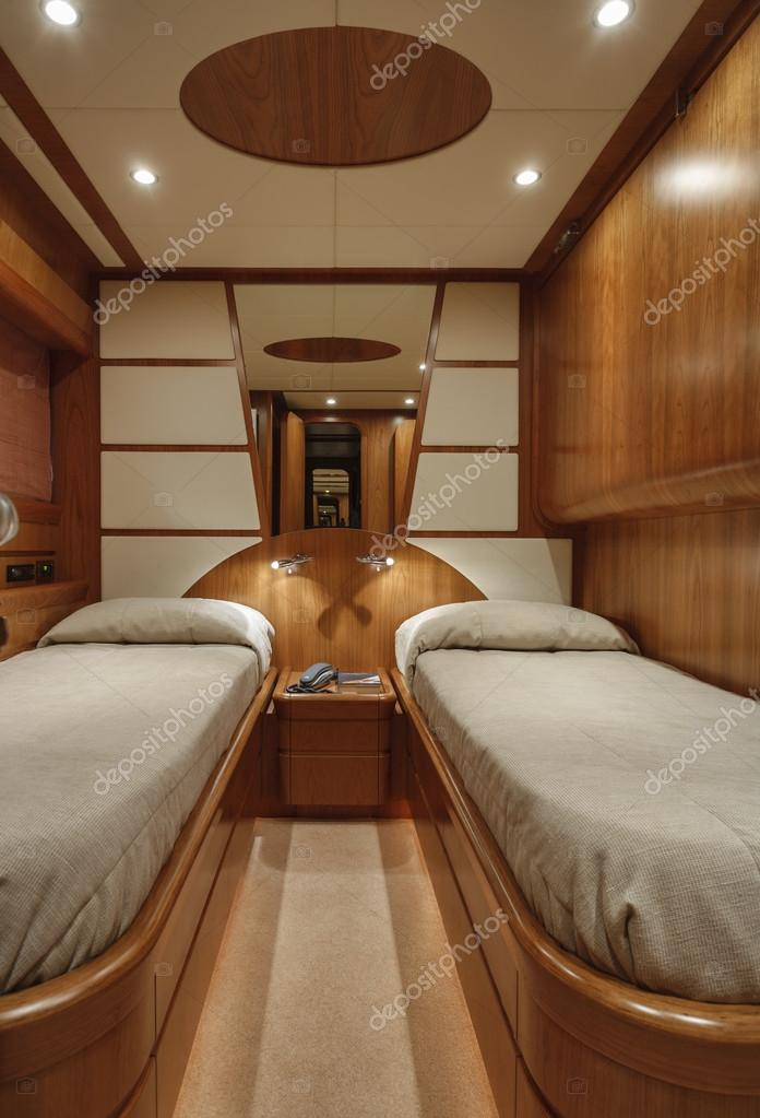 camera da letto ospiti su yacht di lusso rizzardi teknema