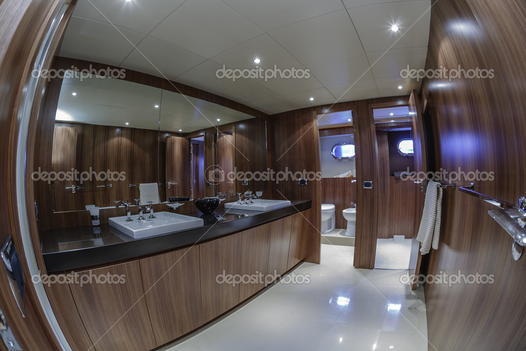 Italia, viareggio, 82\' yacht di lusso, bagno padronale — Foto Stock ...