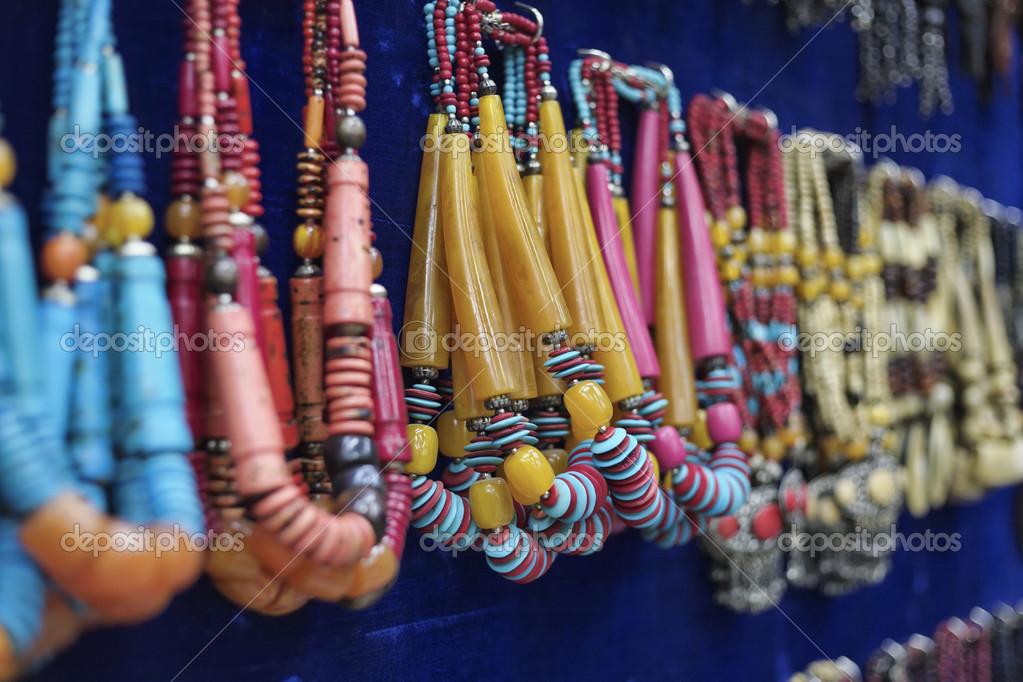 Collane indiane per la vendita in un negozio locale foto for Trova un costruttore locale