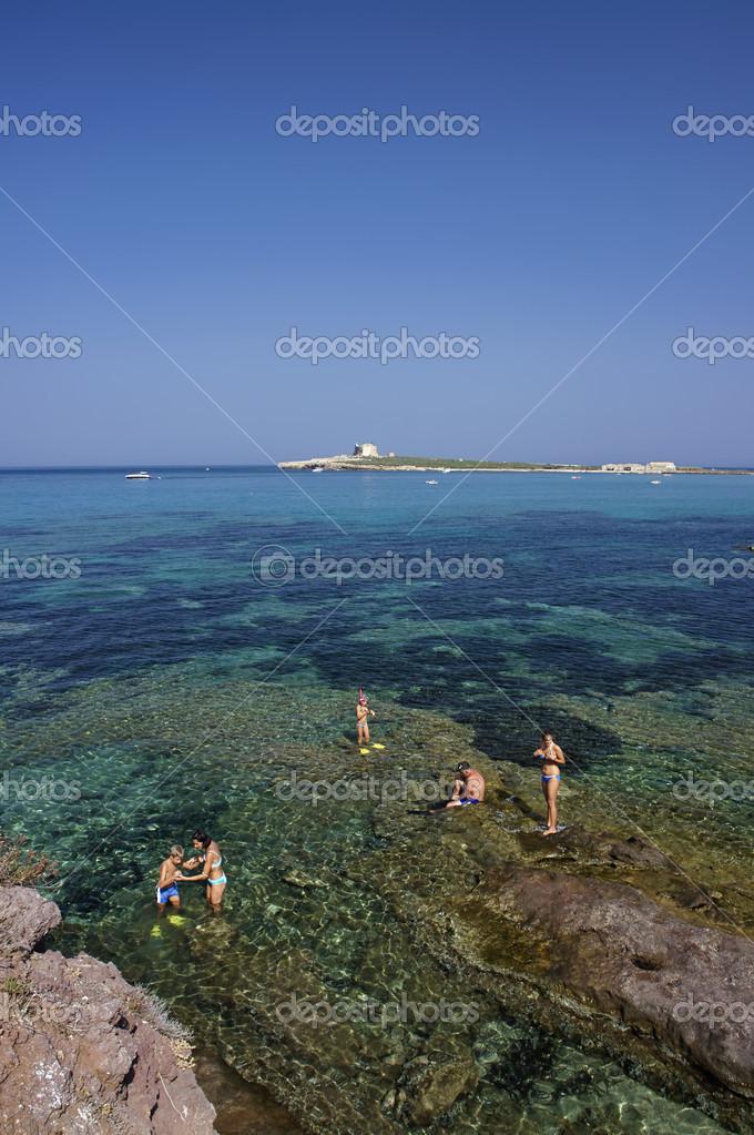 Italy, Sicily, Portopalo - people taking a bath n the sea