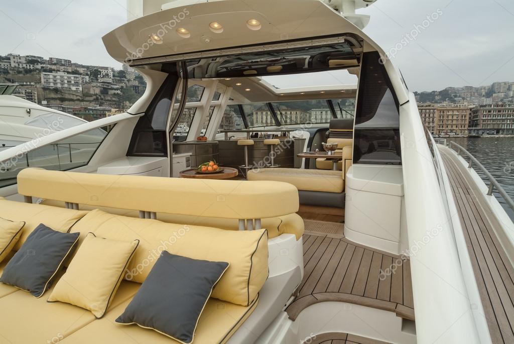Interni di yacht di lusso foto stock agiampiccolo for Interni di lusso