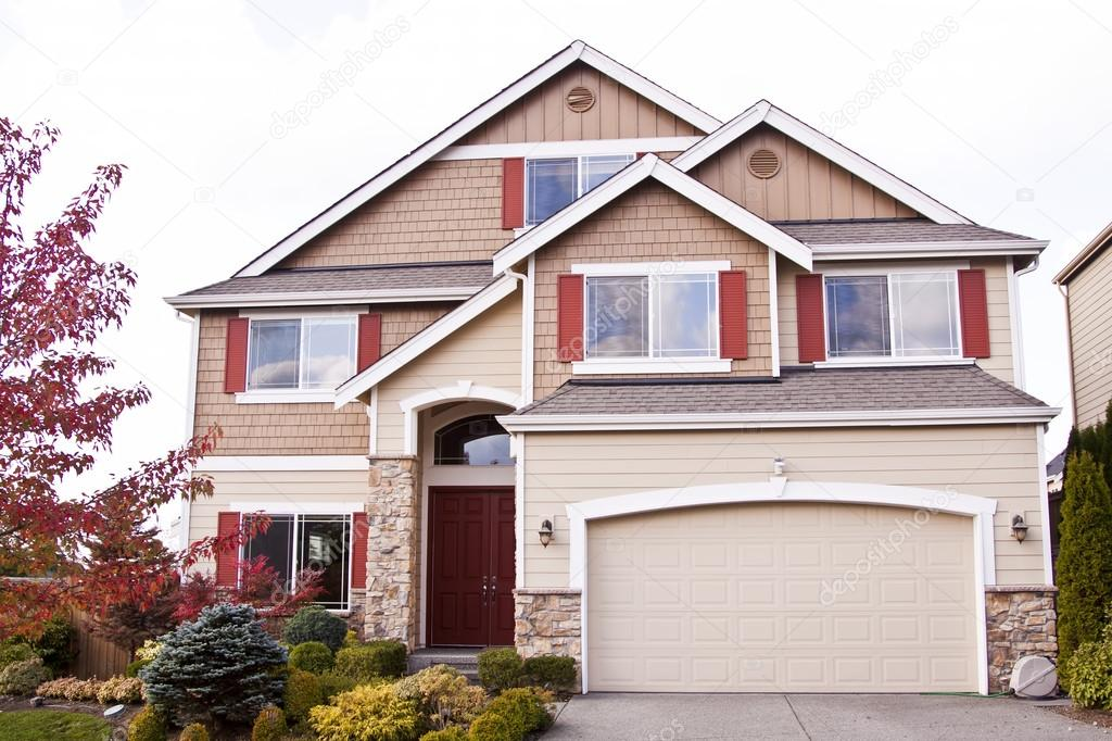 Einfamilienhaus luxus  Luxus-Einfamilienhaus — Redaktionelles Stockfoto #16015247