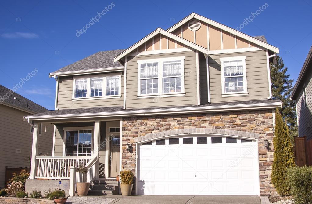 Haus im amerikanischen Stil — Redaktionelles Stockfoto ...