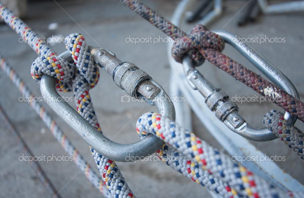 Kletterausrüstung Industrie : Kletterausrüstung knoten seil karabiner u2014 stockfoto © studio37