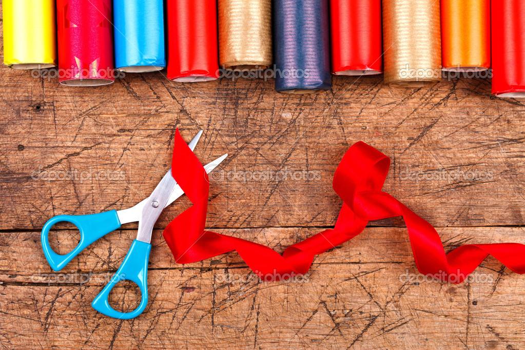 Geschenkpapier Rollen für Weihnachten — Stockfoto © kalozzolak #37203825