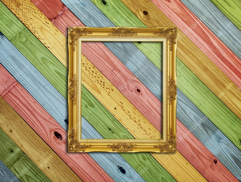 Goldener Rahmen auf bunte Malerei Holz Hintergrund — Stockfoto ...