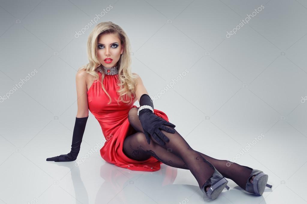 Блондинки девушки в красивых платьях фото
