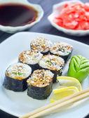 Fotografia rotolini di sushi