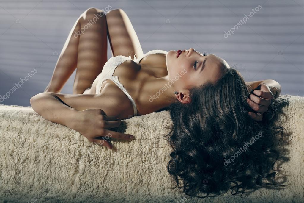 Fashion photo of beautiful nude woman with sexy slim body