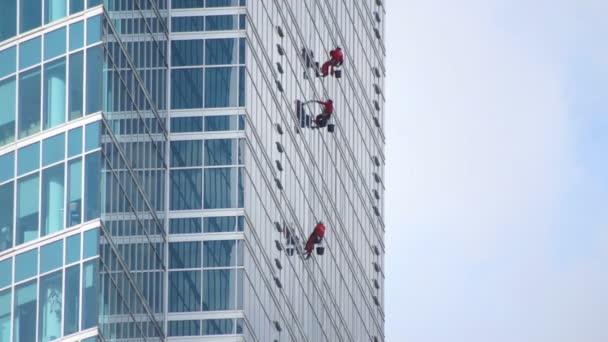 Fensterputzer am Wolkenkratzer