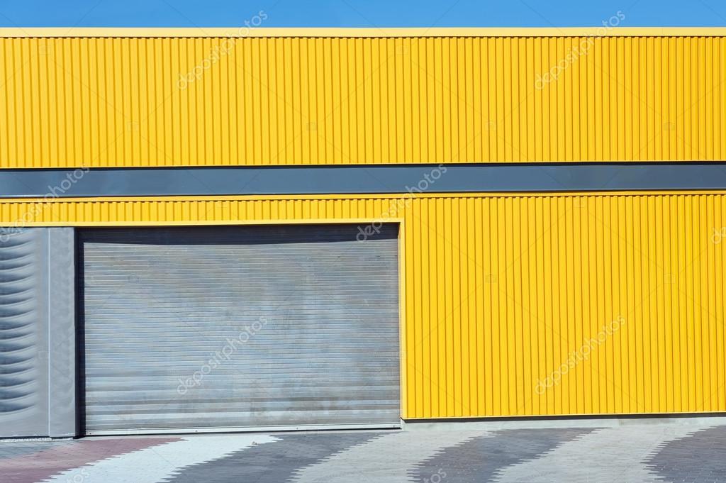 Gelbe Farbe Wellte Metall Für Hintergrund Mit Garagentor U2014 Foto Von Superbo