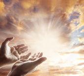 kezét az ég