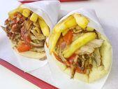 Fotografie gyros pita, středomořské pouliční jídlo