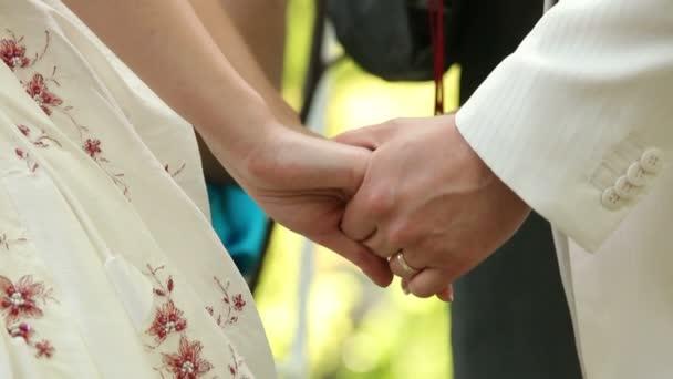 Holding mani