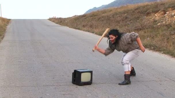 hněv staré televize a baseball