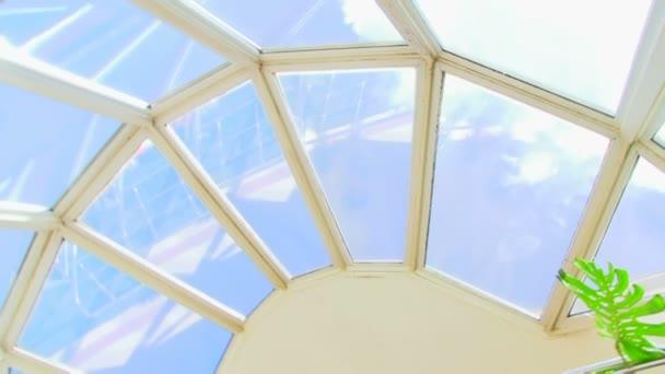 skleněný strop, uvnitř pohled