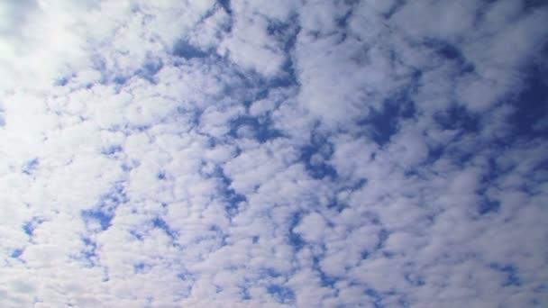 nebe. krásné mraky na obloze nebeské