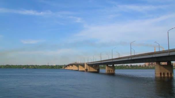 Most u řeky