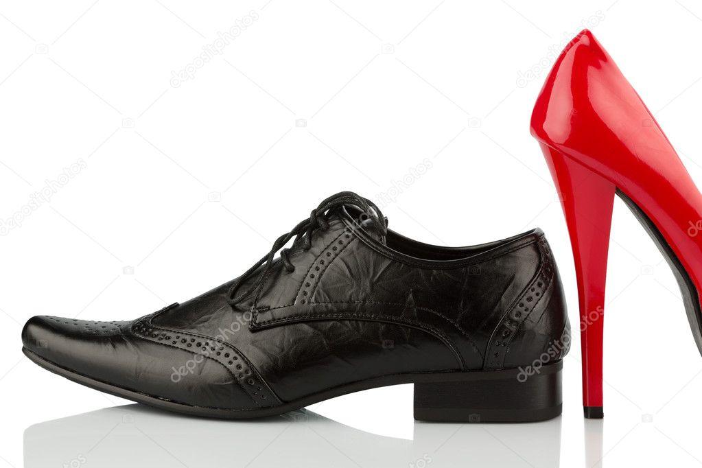 e2be1a6cef3f Czerwone buty na obcasie i buty męskie — Zdjęcie stockowe ...