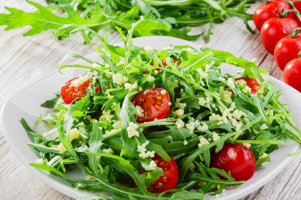 Couscous salad with arugula and cherry tomatoes — Stock ...