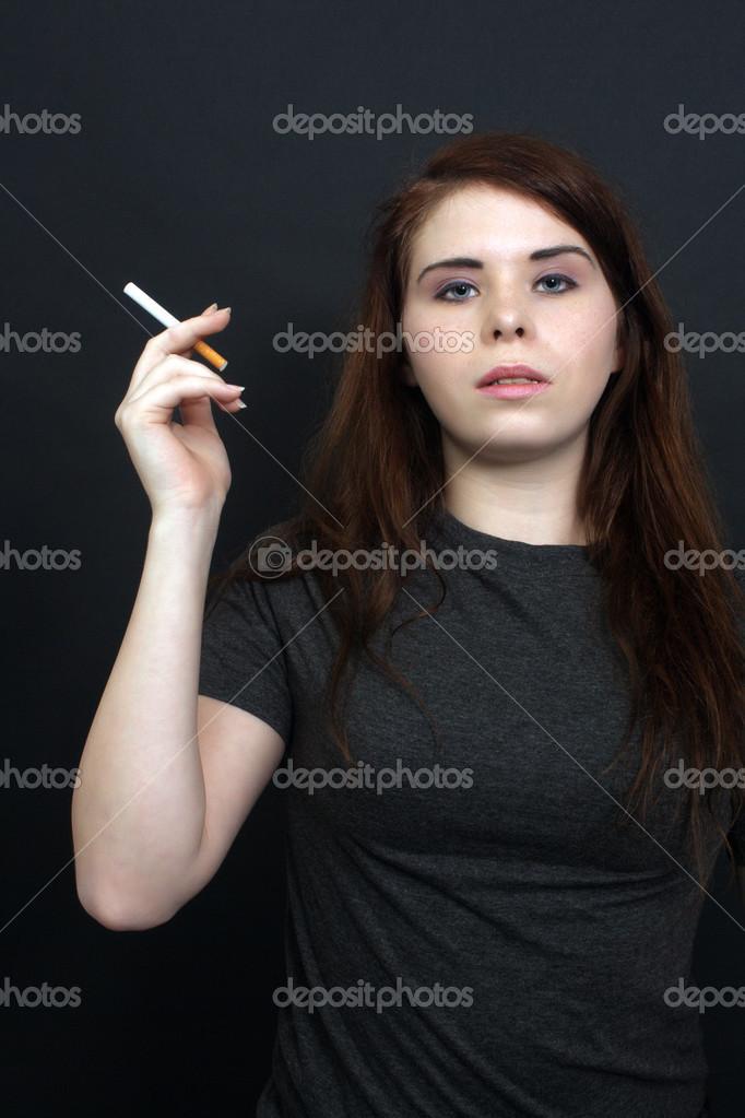Групповое сексуальные брюнетки с сигаретой фото девушек калуги
