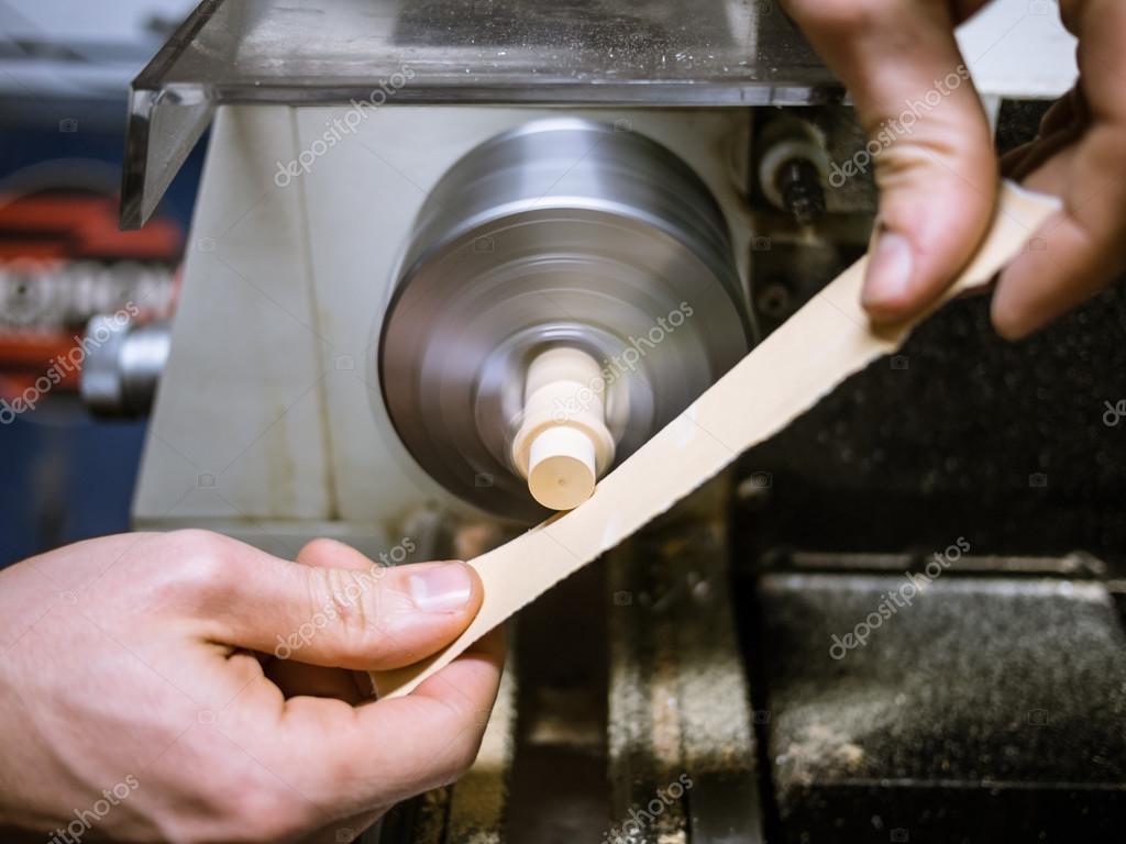 Hobby di artigianato del legno con il tornio foto stock for Tornio legno hobby