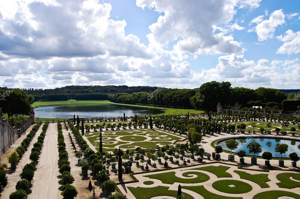 jardins d coratifs avec orangers ch teau de versailles franc photographie thaifairs 32938621. Black Bedroom Furniture Sets. Home Design Ideas