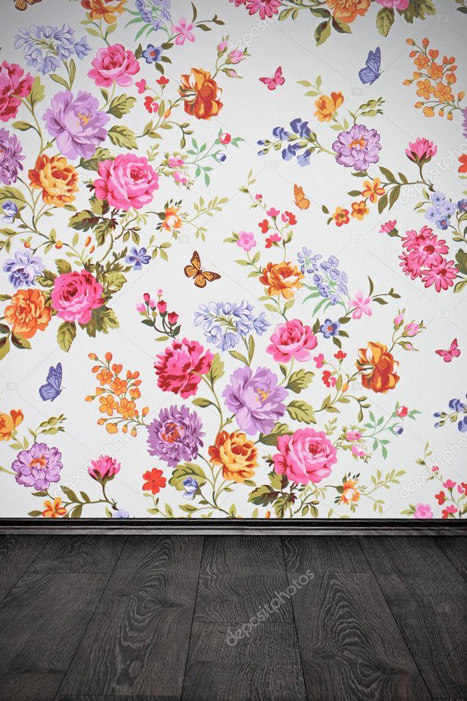 zimmer mit blumen bunte tapeten und holzboden vintage stockfoto ronstik 24044173. Black Bedroom Furniture Sets. Home Design Ideas