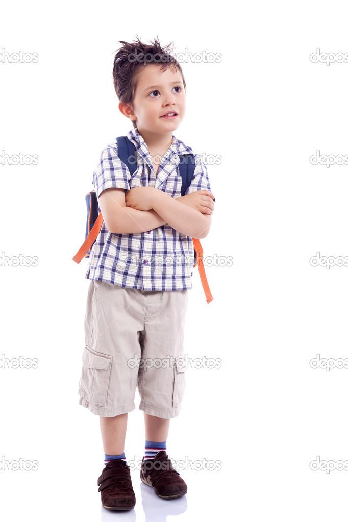 enfant d233cole souriant debout avec les bras crois233s