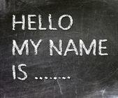 Fotografia Ciao il che mio nome è... scritta a mano con gesso bianco su una lavagna