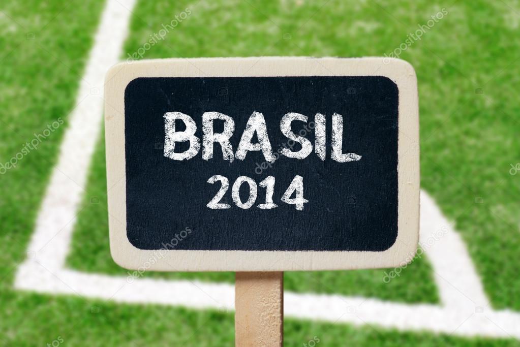 pequeño de madera enmarcado pizarras de Brasil futbol 2014 — Foto de ...