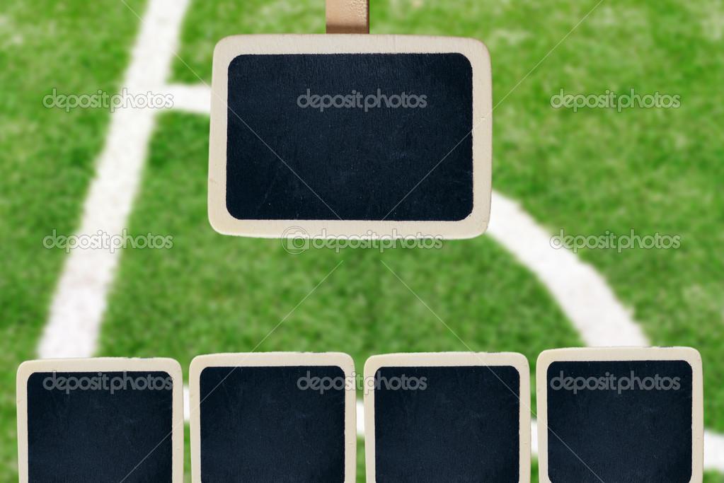 kleine hölzerne gerahmten Tafel auf Fußballplatz — Stockfoto ...