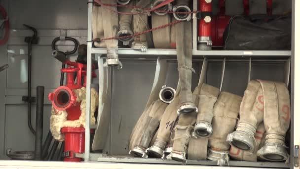 požární hadice navinuty na zadní straně odpoledne.