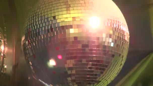 svítící disco koule na obrátit