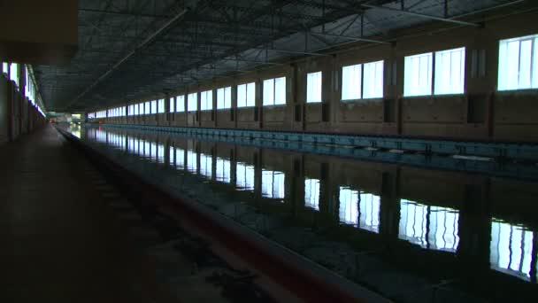 Test des Schiffsmodells im Pool