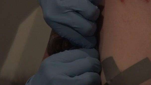 Piercing auf den Körper und Gesicht