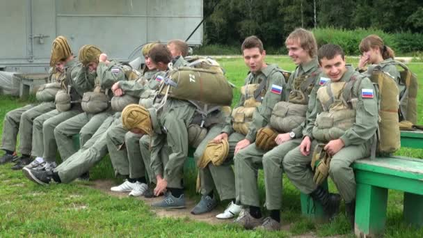 The paratroopers are going to the airplane