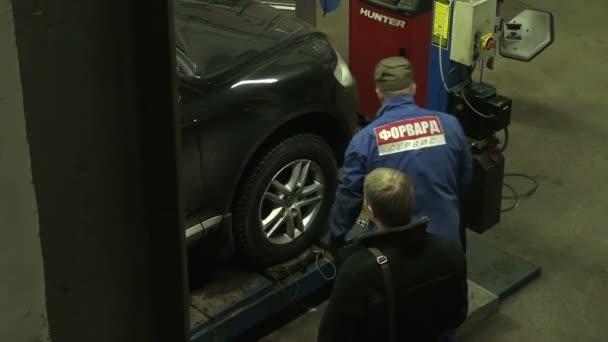 Reparatur des Autos